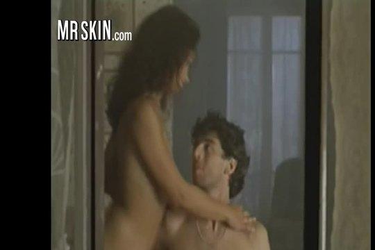 Откровенное ретро порно: любовник трахает знойную брюнетку