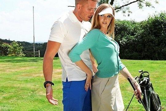 Ashley Lane жестко ебется на твердом пенисе тренера по гольфу