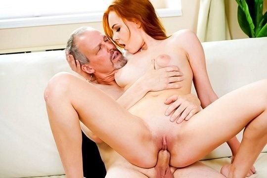 Старый дед совратил рыжую внучку с большими сиськами на инцест
