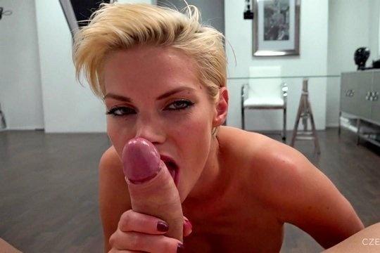Стройная блондинка Petra на кастинге насладилась жаркой еблей в попку