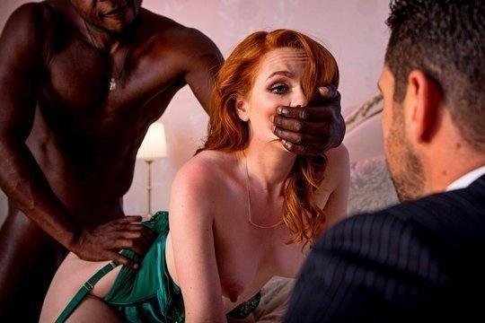 Муж смотрит, как его рыжую жену Ella Hughes жестко трахает темнокожий амбал
