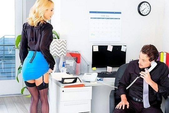 Зрелая секретарша соблазняет молодого босса на страстный трах в офисе