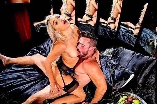 Белокурая красотка Abella Danger в сексуальном белье встречает мужа с работы и сразу тащит в койку