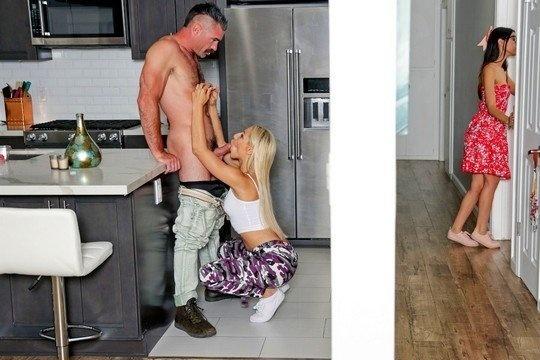 Пока супруга не видит, муж смачно ебет красивую блондинку в волосатую пизду
