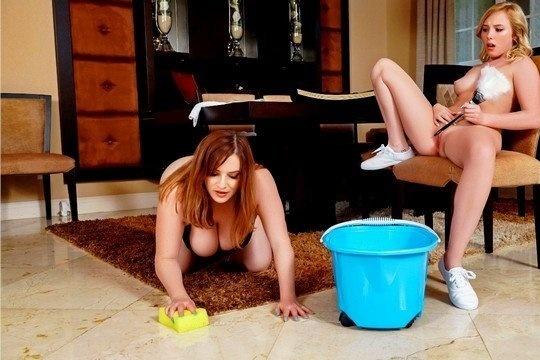 Молодая хозяйка трахается со зрелой горничной в красивом белье