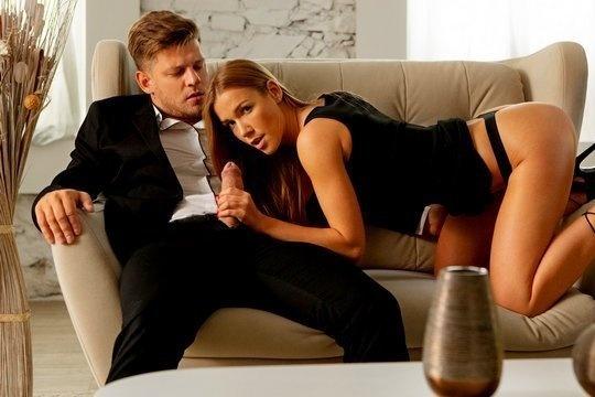 Роскошная девица Alexis Crystal получает страстный секс со спермой внутрь