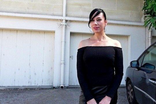 Проститутка с радостью разбавила секс семейной пары и потрахалась в жопу в групповухе